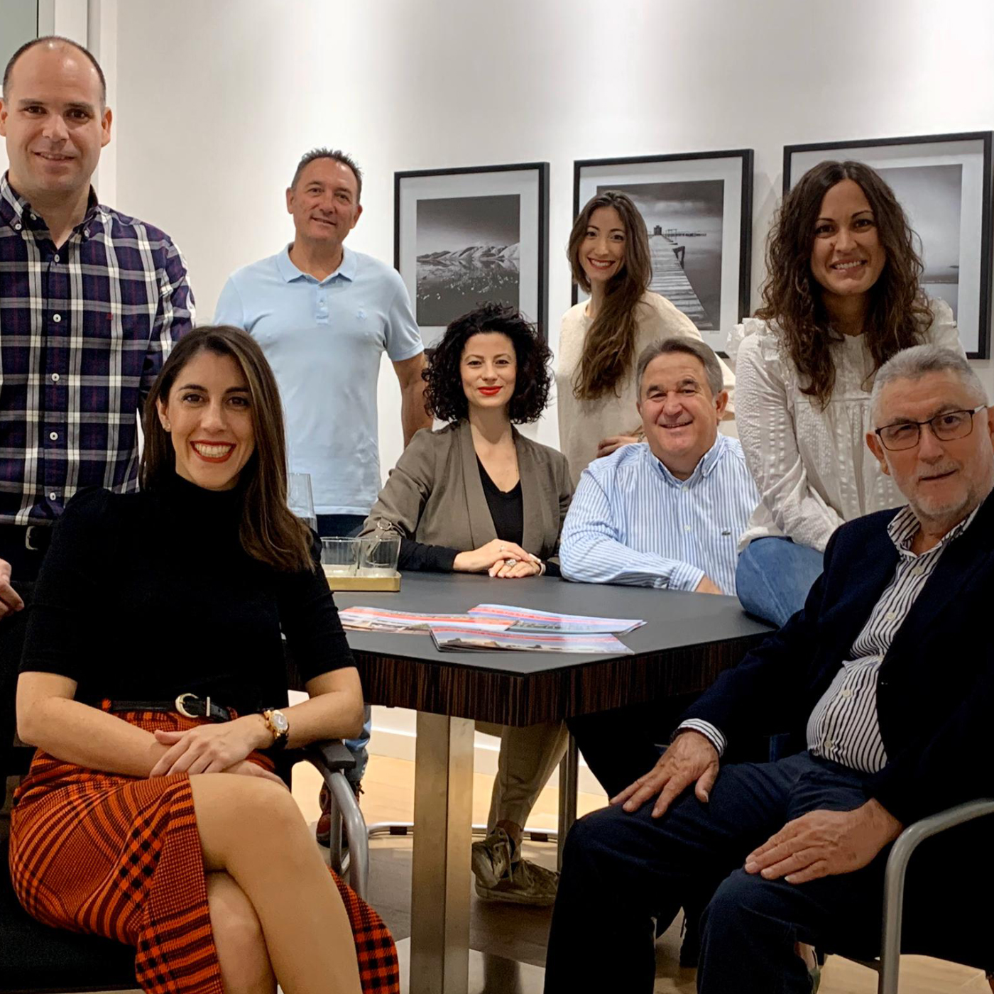 https://okeyviviendas.com/wp-content/uploads/2020/08/Equipo-Okey-Viviendas-Promotora.jpg